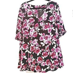 1X Torrid Black Floral Print Back Zip Top